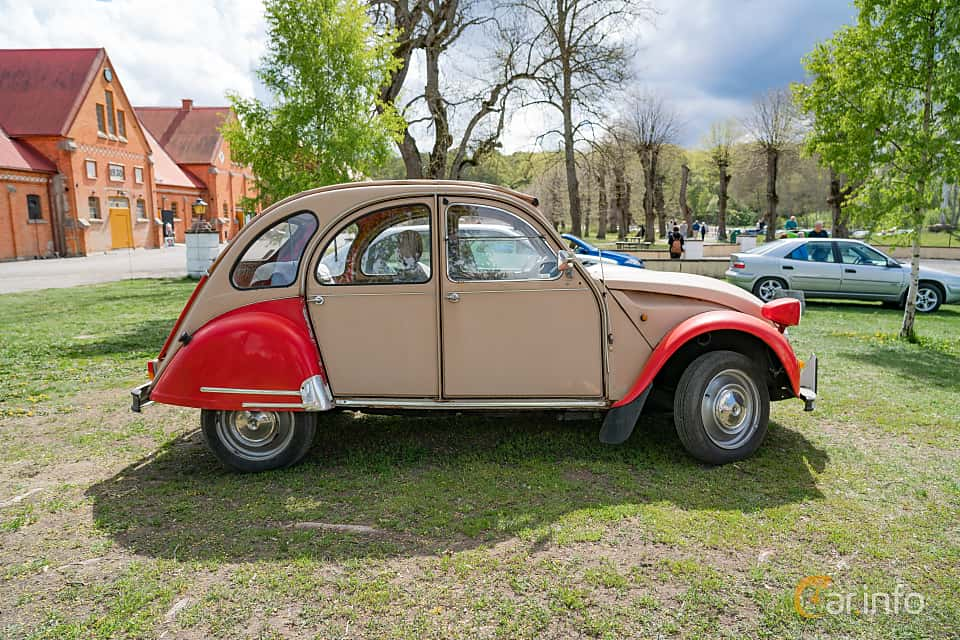 Side  of Citroën 2CV 0.6 Manual, 29ps, 1983 at Fest För Franska Fordon  på Taxinge slott 2019