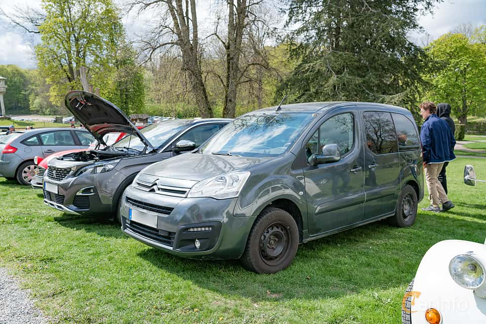 Front/Side  of Citroën Berlingo Multispace 1.2 PureTech Manual, 110ps, 2017 at Fest För Franska Fordon  på Taxinge slott 2019