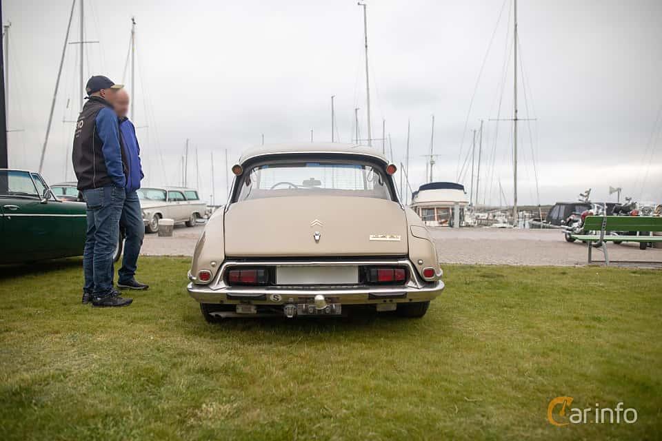 Back of Citroën DS 23 Sedan 2.2 Manual, 125ps, 1972 at Veteranbilsträff i Vikens hamn  2019 Maj