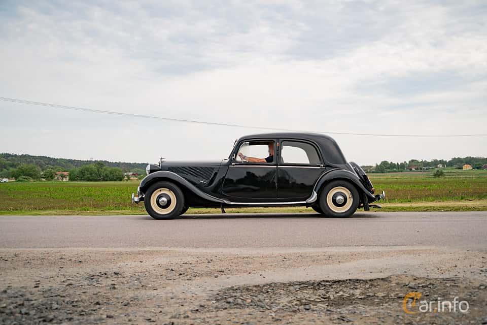 Side  of Citroën 11 CV Sedan 1.9 Manual, 56ps, 1947 at Tjolöholm Classic Motor 2016