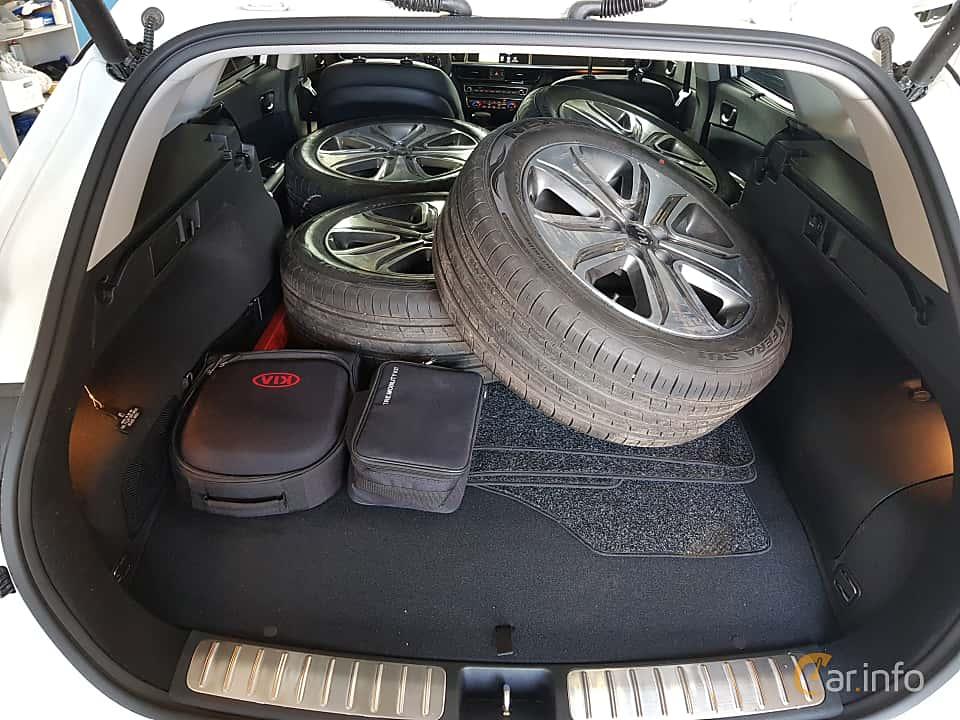 Close-up of Kia Optima Sport Wagon Hybrid P-HEV 2.0 Hybrid Automatic, 205ps, 2018