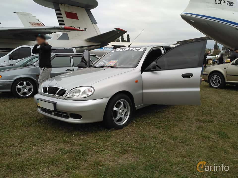 Front/Side  of Daewoo Lanos Sedan 2004 at Old Car Land no.2 2017