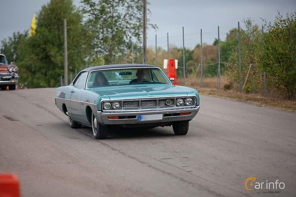 Fram/Sida av Dodge Polara 2-door Hardtop 1969 på Wheels & Wings 2018