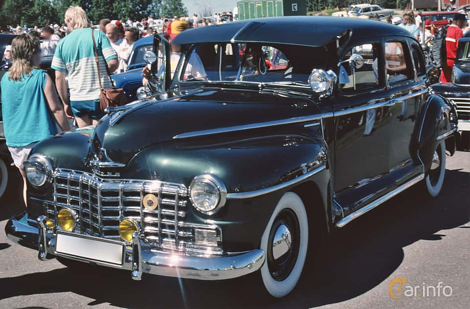 Front/Side  of Dodge Special DeLuxe 4-door Sedan 3.8 Manual, 102ps, 1946