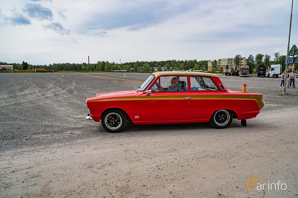 Side  of Ford Cortina 2-door Sedan 1.3 Manual, 52ps, 1966 at Riksettanrallyt 2019 Skillingaryd