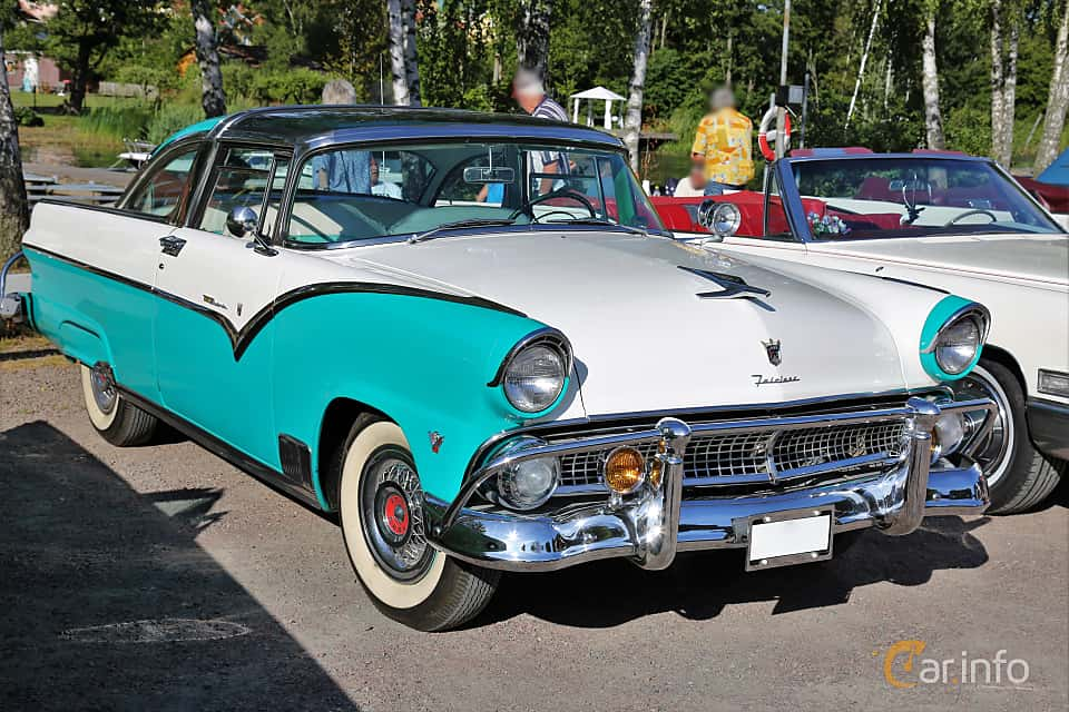 Front/Side  of Ford Fairlane Crown Victoria Skyliner 4.5 V8 Automatic, 165ps, 1955 at KungälvsCruisingen 2017