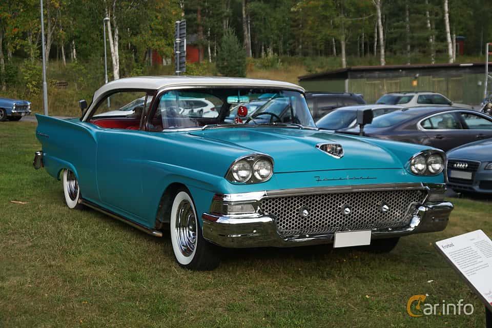 Front/Side  of Ford Fairlane Club Victoria 4.8 V8 Automatic, 208ps, 1958 at Onsdagsträffar på Gammlia Umeå 2019 vecka 33