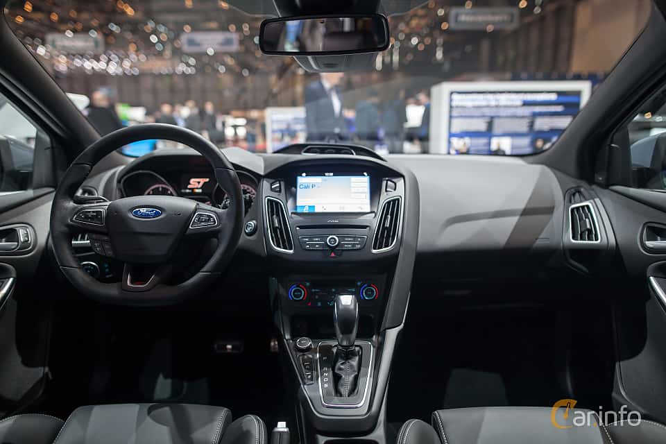 9 images of Ford Focus ST Turnier 2.0 EcoBoost Manual ...