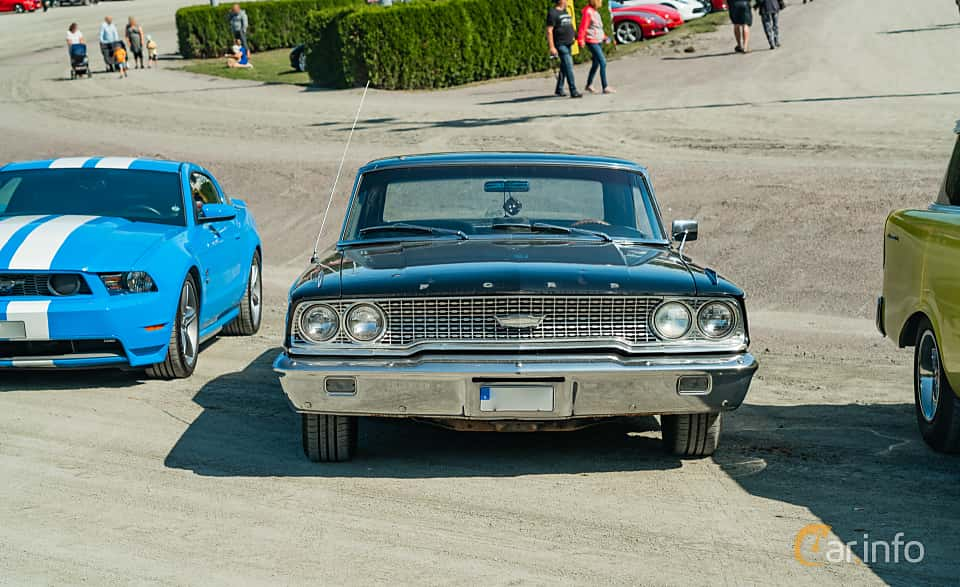 Front  of Ford Galaxie 500/XL Sports Hardtop 6.4 V8 Automatic, 305ps, 1963 at Stockholm Vintage & Sports Car meet 2019