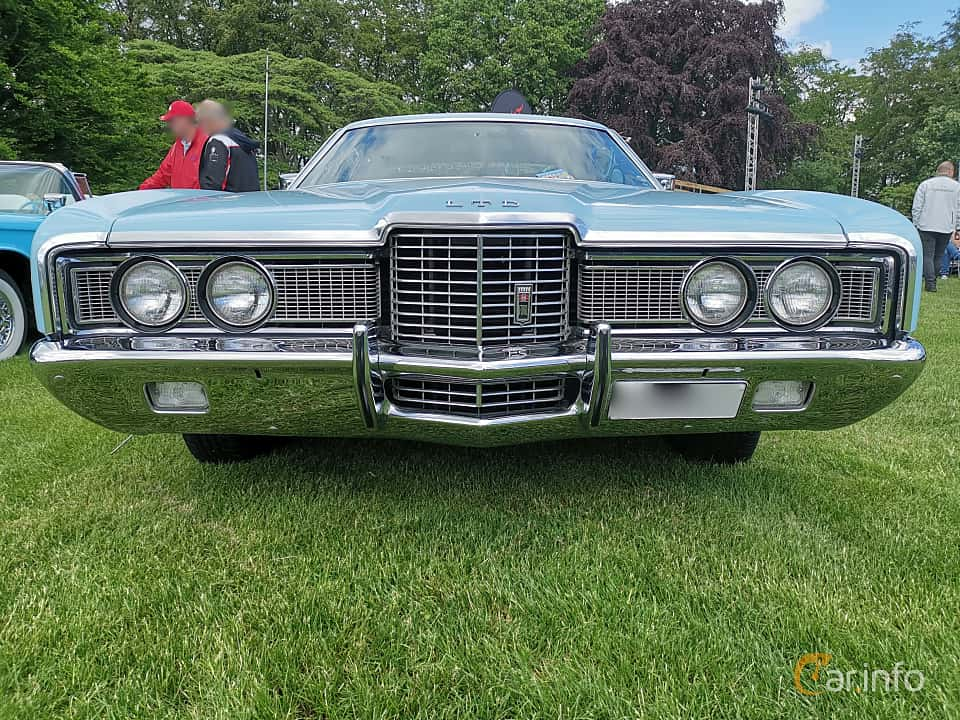 Front  of Ford LTD Brougham 2-door Hardtop 7.0 V8 Automatic, 215ps, 1972 at Sofiero Classic 2019