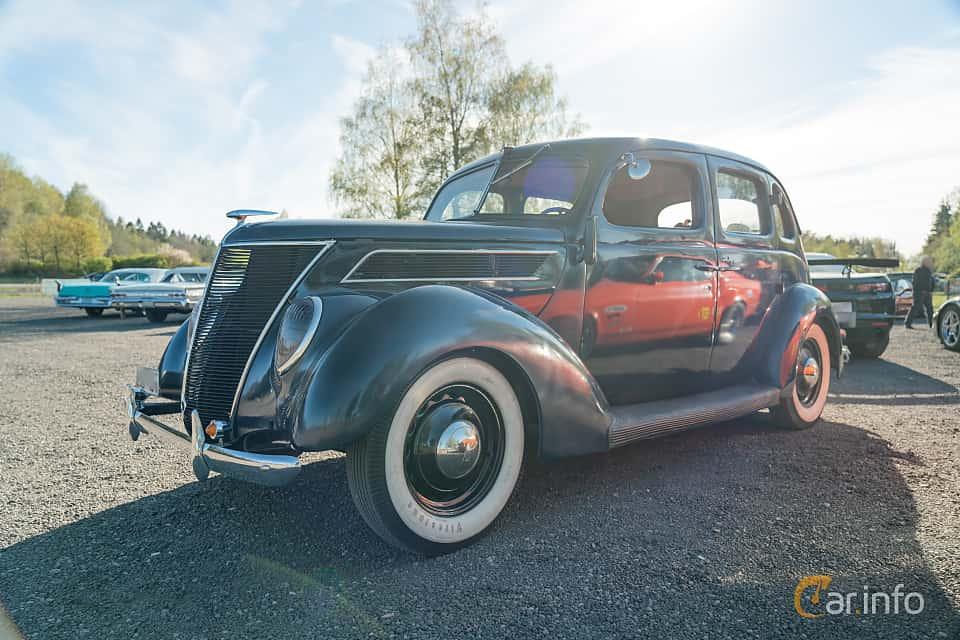 Front/Side  of Ford Model 74 Fordor Touring Sedan 2.2 V8 Manual, 61ps, 1937 at Lissma Classic Car 2019 vecka 20