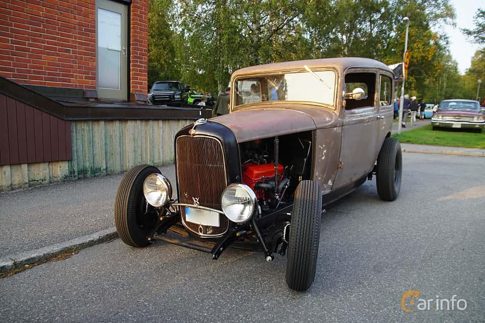 Front/Side  of Ford Model B Tudor Sedan 3.3 Manual, 51ps, 1932 at Onsdagsträffar på Gammlia Umeå 2019 vecka 35