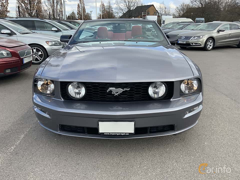 Front  of Ford Mustang GT Convertible 4.6 V8 Manual, 304ps, 2006