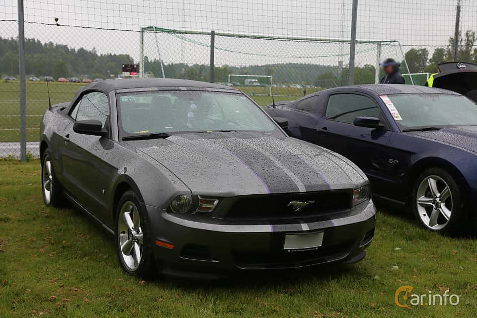 Front/Side  of Ford Mustang Convertible 3.7 V6 Automatic, 304ps, 2011 at Nossebro Motorlördag  2019