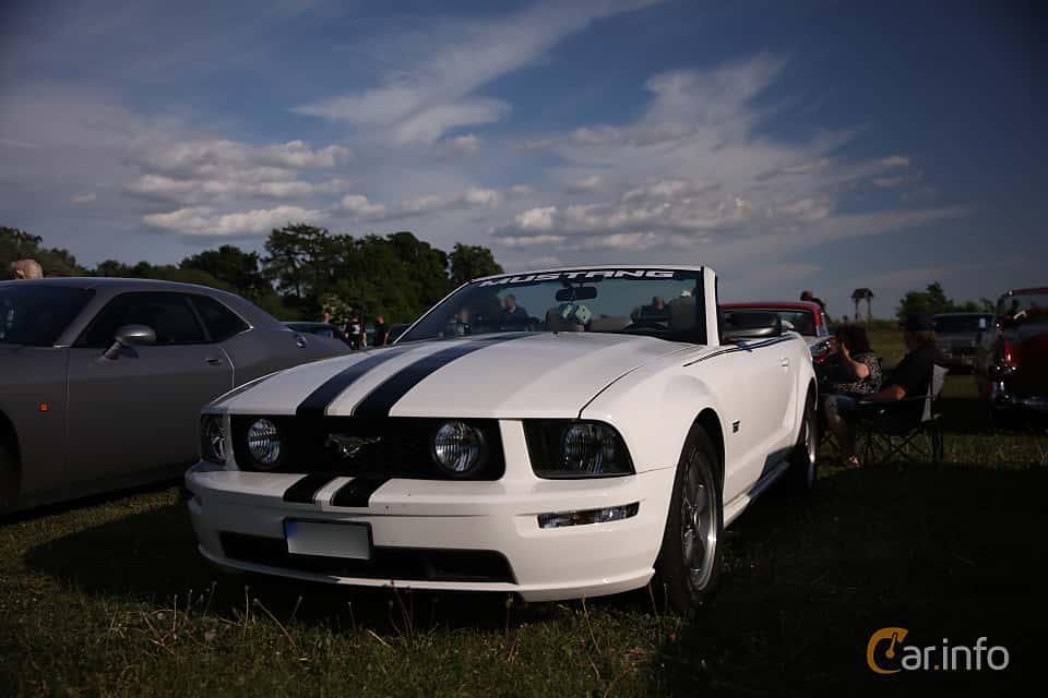 Fram/Sida av Ford Mustang GT Convertible 4.6 V8 Automatic, 304ps, 2006 på Tisdagsträffarna Vikingatider v.21 / 2018