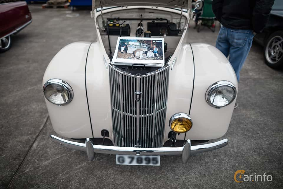 Front  of Ford Prefect 1.2 Manual, 30ps, 1950 at Fly ´n´ Ride 2015