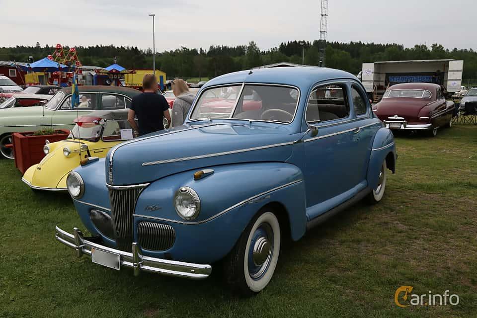 Front/Side  of Ford Super Deluxe Coupé 3.6 V8 Manual, 91ps, 1941 at Nostalgifestivalen i Vårgårda 2019