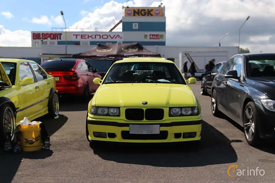Front  of BMW 3 Series Sedan 1994 at Bimmers of Sweden @ Mantorp 2019