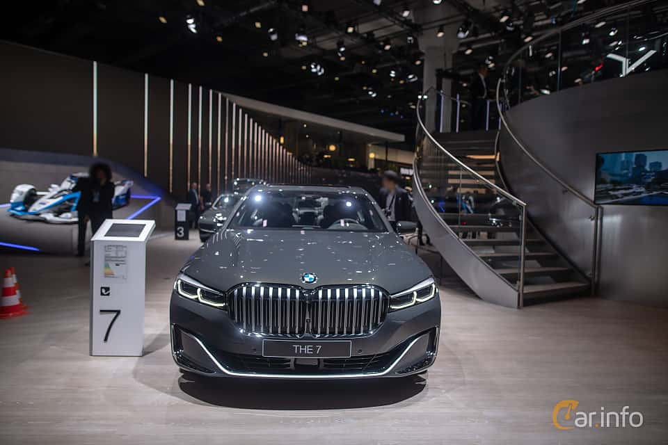 Front  of BMW 745e  Steptronic, 394ps, 2020 at IAA 2019
