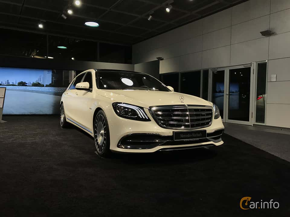Front/Side  of Mercedes-Benz Maybach S 560 4MATIC  9G-Tronic, 469ps, 2019
