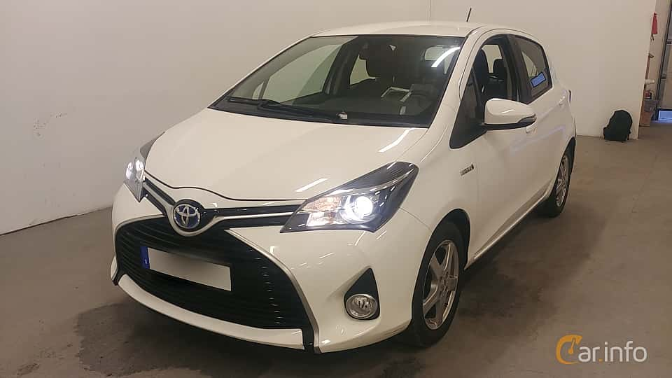 Front/Side  of Toyota Yaris Hybrid 1.5 VVT-i CVT, 101ps, 2015