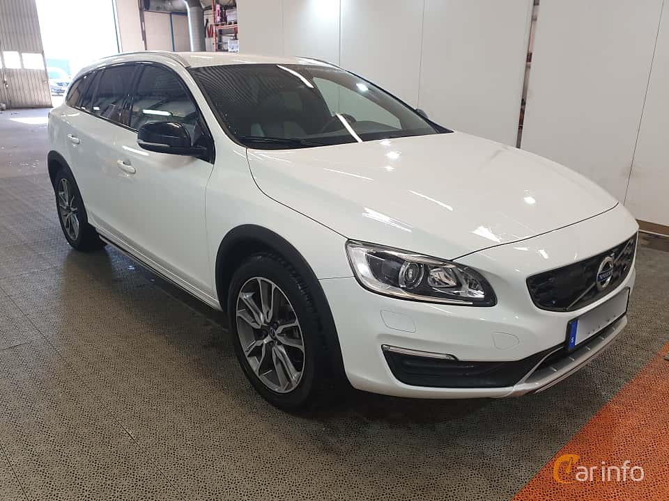 Front/Side  of Volvo V60 Cross Country D4 AWD Geartronic, 190ps, 2016