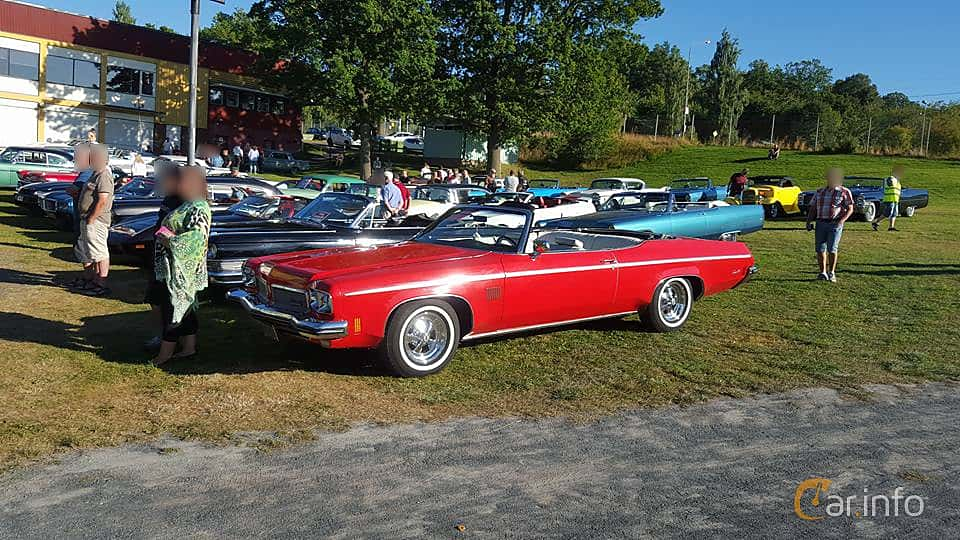 Front/Side  of Oldsmobile Delta 88 Royale Convertible 1973