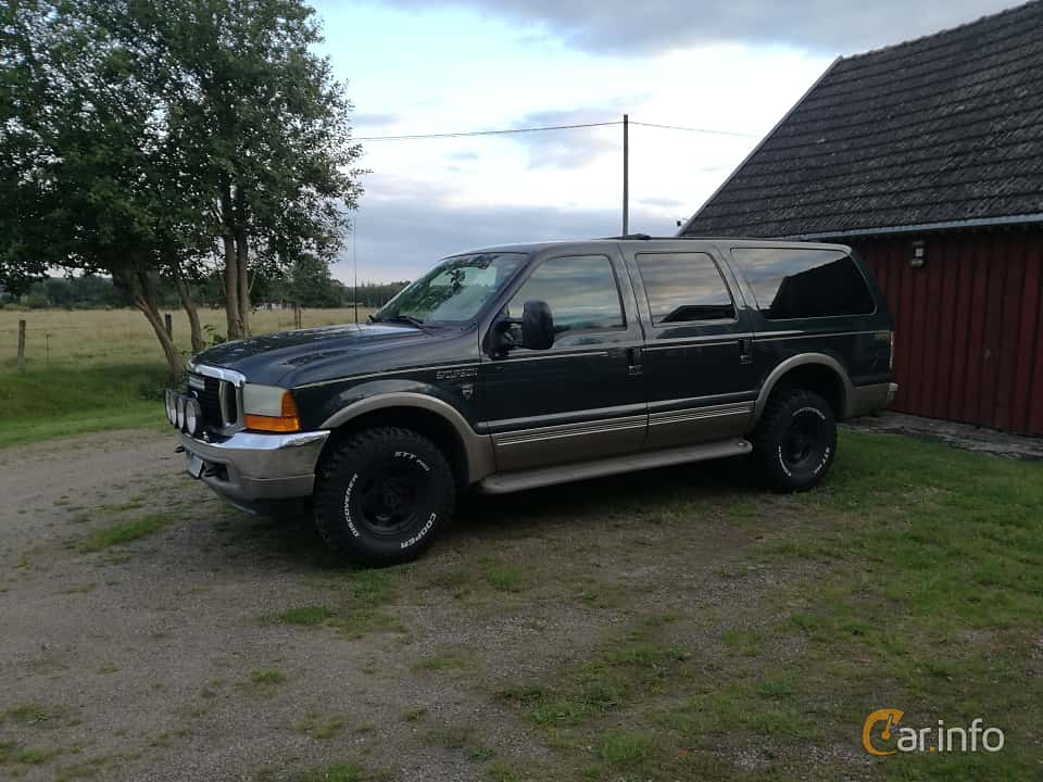 Front/Side  of Ford Excursion 6.8 V10 4x4 Automatic, 314ps, 2001