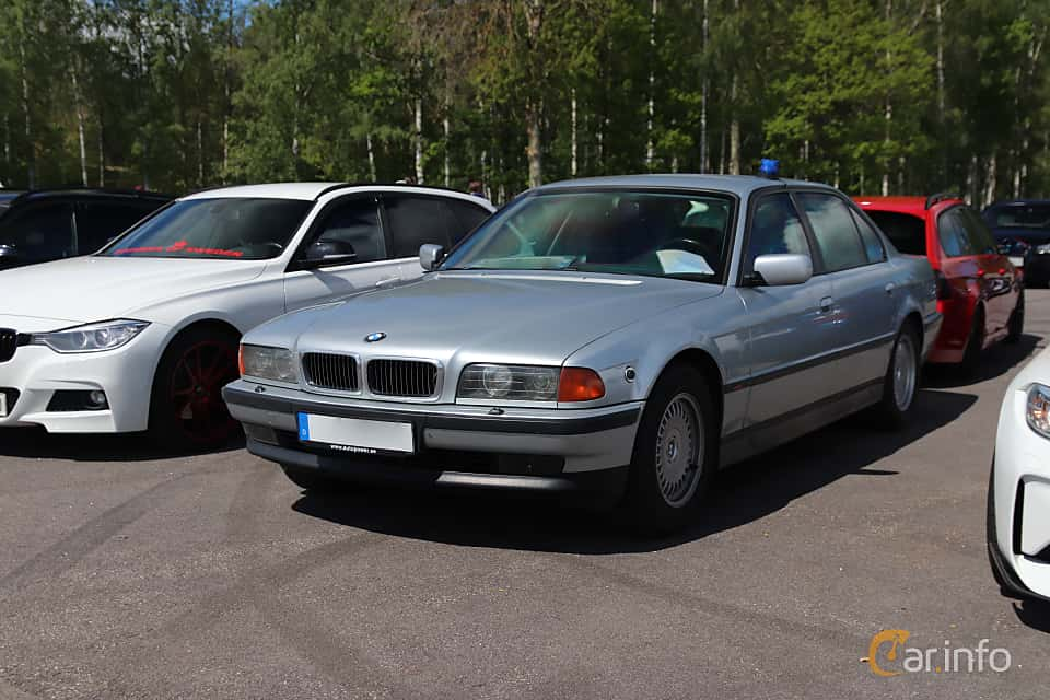 Front/Side  of BMW 7 Series 1994 at Bimmers of Sweden @ Mantorp 2019
