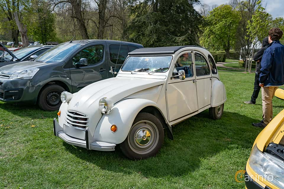 Front/Side  of Citroën 2CV 0.4 Manual, 16ps, 1970 at Fest För Franska Fordon  på Taxinge slott 2019