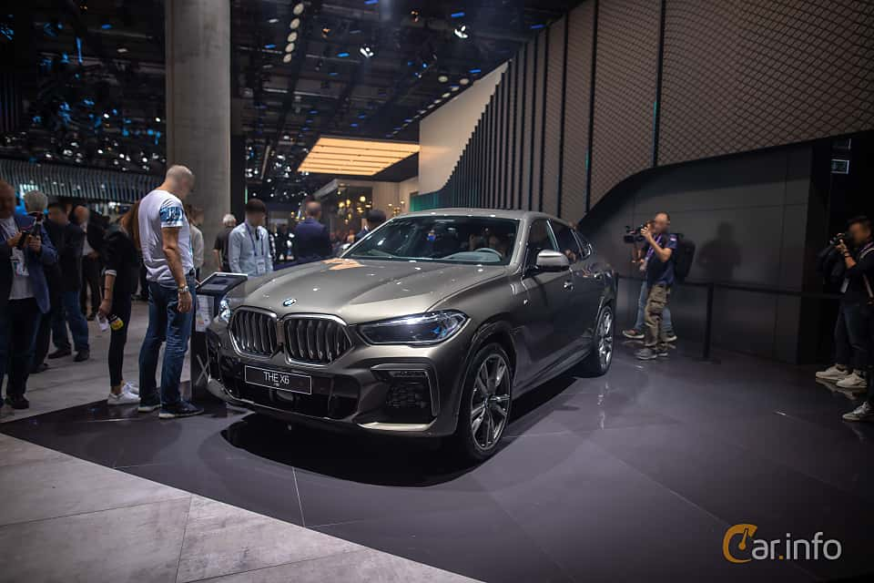 Front/Side  of BMW X6 M50i  Steptronic, 530ps, 2020 at IAA 2019