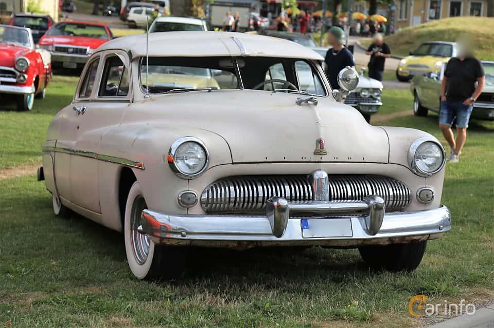 Front/Side  of Mercury Eight 9CM Sedan 4.2 V8 Manual, 110ps, 1949 at Kungälvs Kulturhistoriska Fordonsvänner  2019 Torsdag vecka 31