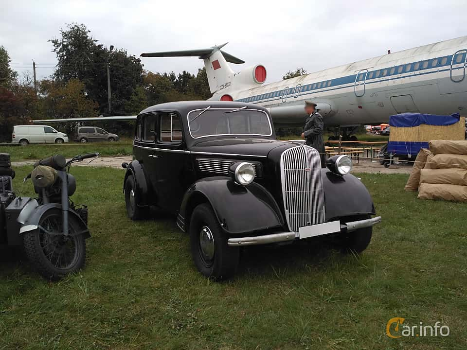 Front/Side  of Opel Super 6 2.5 Manual, 54ps, 1938 at Old Car Land no.2 2017