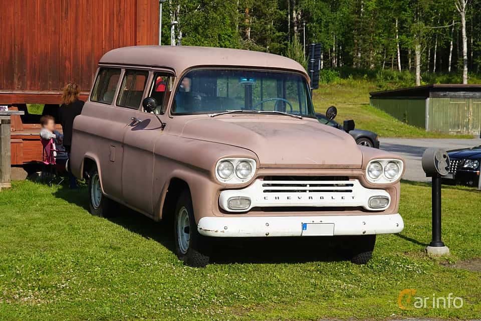 Front/Side  of Chevrolet Suburban Carryall 4.6 V8 Automatic, 162ps, 1959 at Onsdagsträffar på Gammlia Umeå 2019 vecka 28
