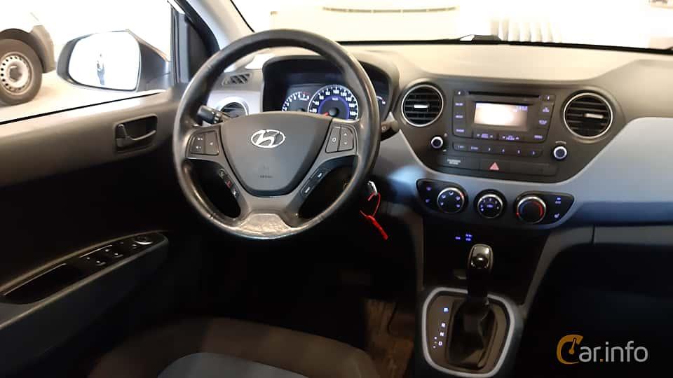 Interior of Hyundai i10 1.0 Automatic, 67ps, 2016