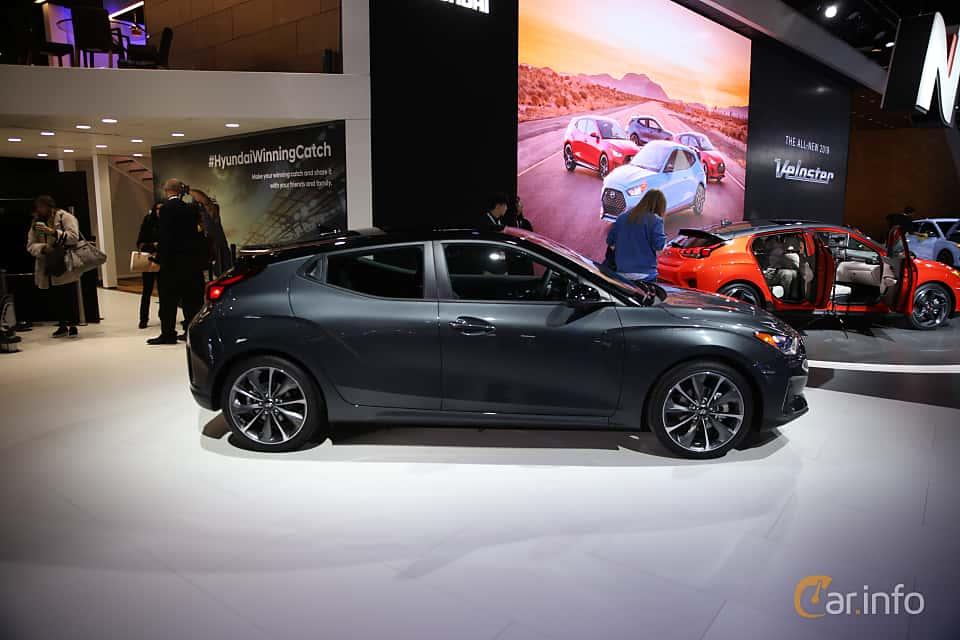 Sida av Hyundai Veloster 2.0 Automatic, 149ps, 2018 på North American International Auto Show 2018