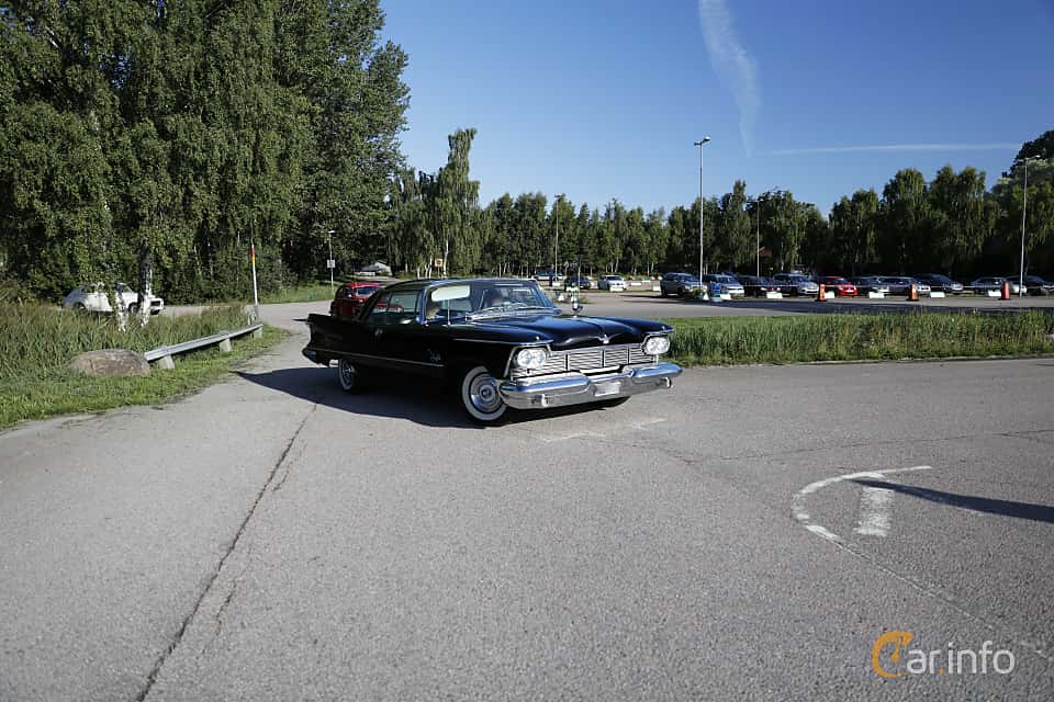 Front/Side  of Imperial Crown 2-door Southampton 6.4 V8 TorqueFlite, 349ps, 1958 at Lergökarallyt 2018