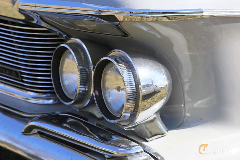 Close-up of Imperial Crown 4-door Southampton 6.8 V8 TorqueFlite, 345ps, 1962 at Uddevalla Veteranbilsmarknad Backamo, Ljungsk 2019