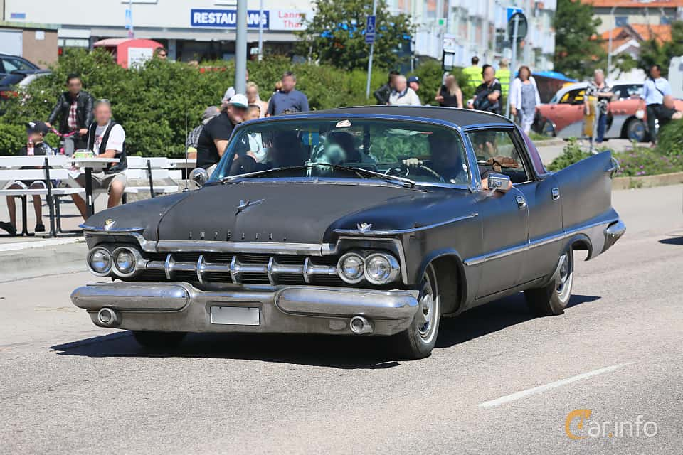 Front/Side  of Imperial Crown 4-door Southampton 6.8 V8 TorqueFlite, 355ps, 1959 at Cruising Lysekil 2019