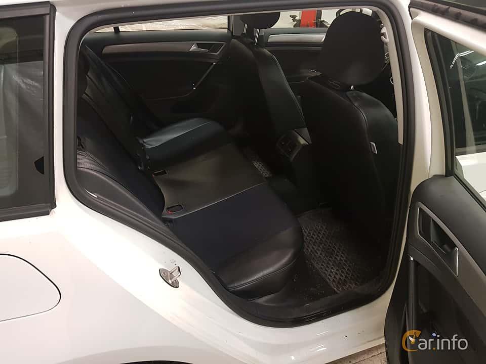 Interior of Volkswagen Golf Variant 1.2 TSI Manual, 110ps, 2016