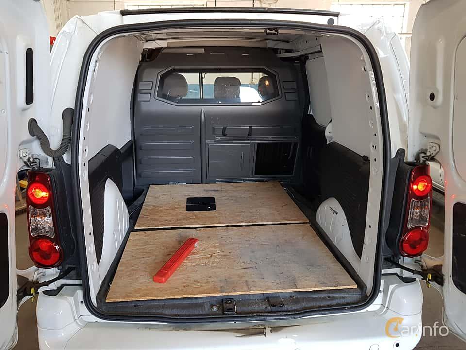 Interior of Peugeot Partner Van 1.6 BlueHDi Manual, 99ps, 2015