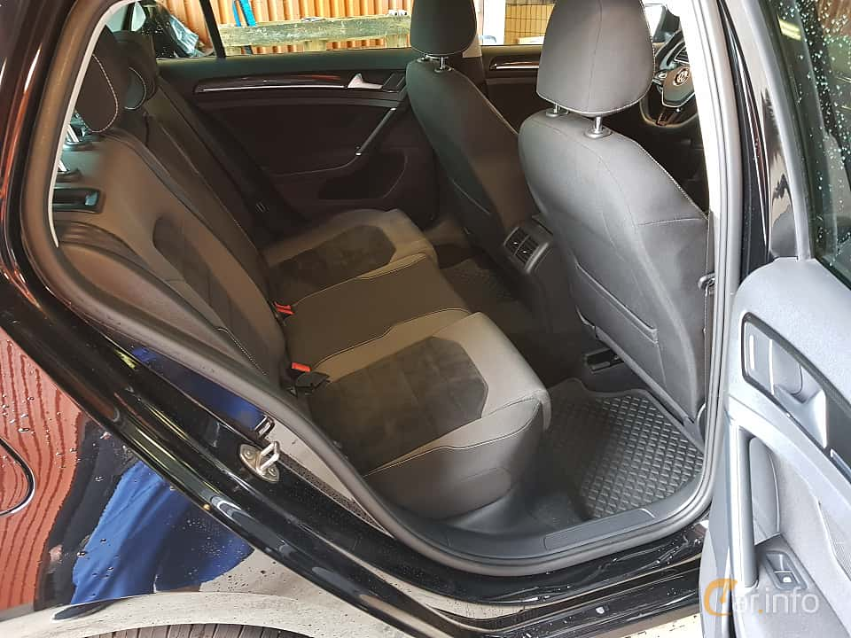 Interior of Volkswagen Golf 5-door 2.0 TDI BlueMotion  Manual, 150ps, 2017