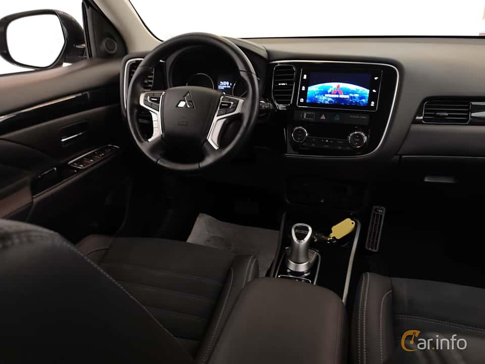 Interior of Mitsubishi Outlander P-HEV 2.0 Hybrid 4WD CVT, 203ps, 2017