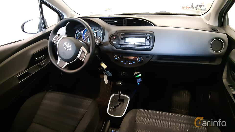 Interior of Toyota Yaris Hybrid 1.5 VVT-i CVT, 101ps, 2017