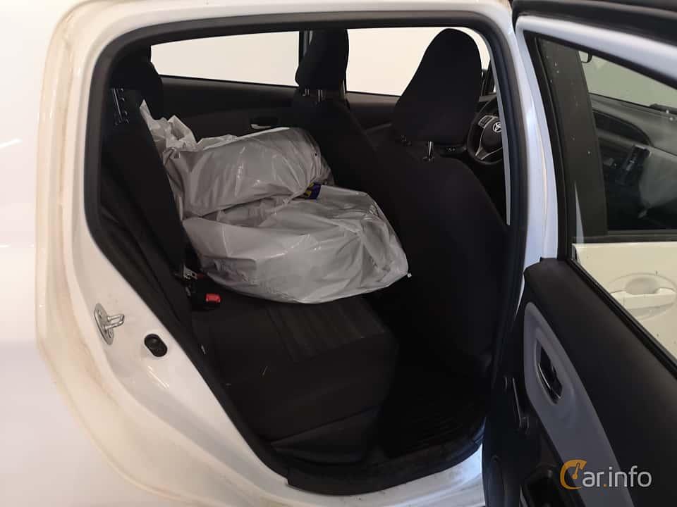 Interior of Toyota Yaris Hybrid 1.5 VVT-i CVT, 101ps, 2016