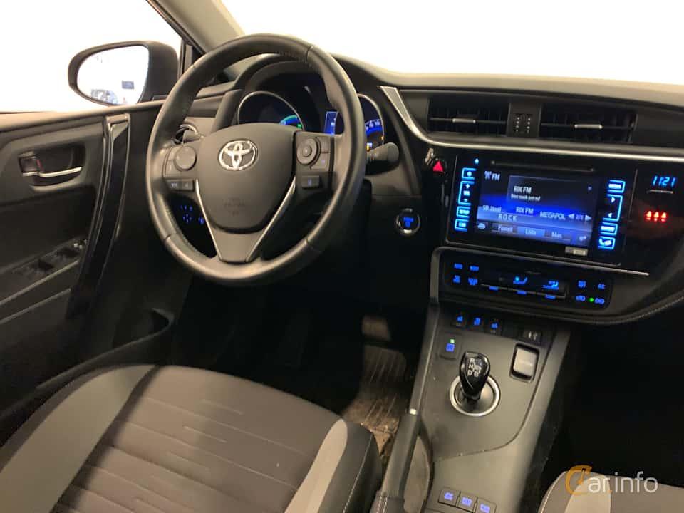 Interior of Toyota Auris Touring Sports Hybrid 1.8 VVT-i + 3JM CVT, 136ps, 2017