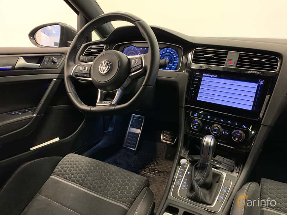 Interior of Volkswagen Golf GTE 1.4 TSI DSG Sequential, 204ps, 2018