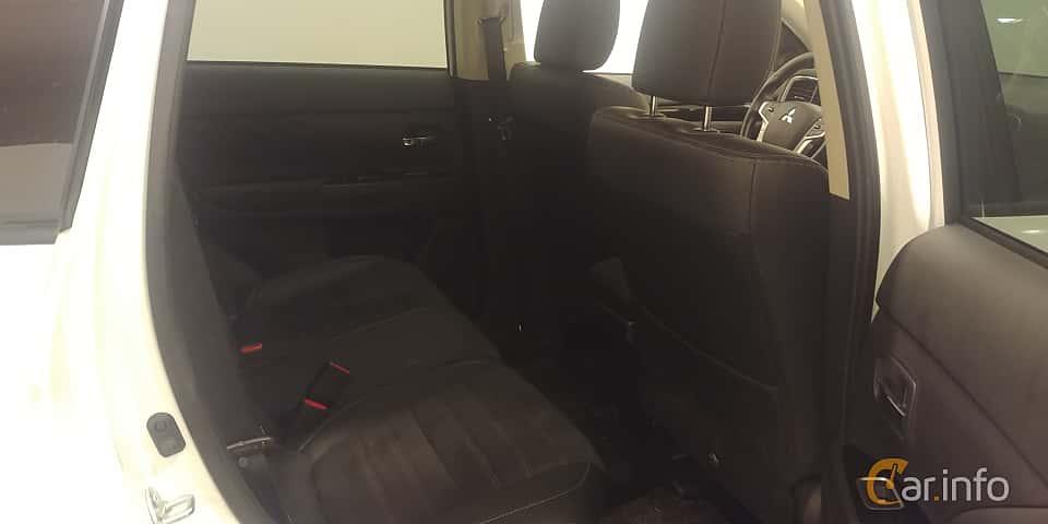 Interior of Mitsubishi Outlander P-HEV 2.0 Hybrid 4WD CVT, 203ps, 2018