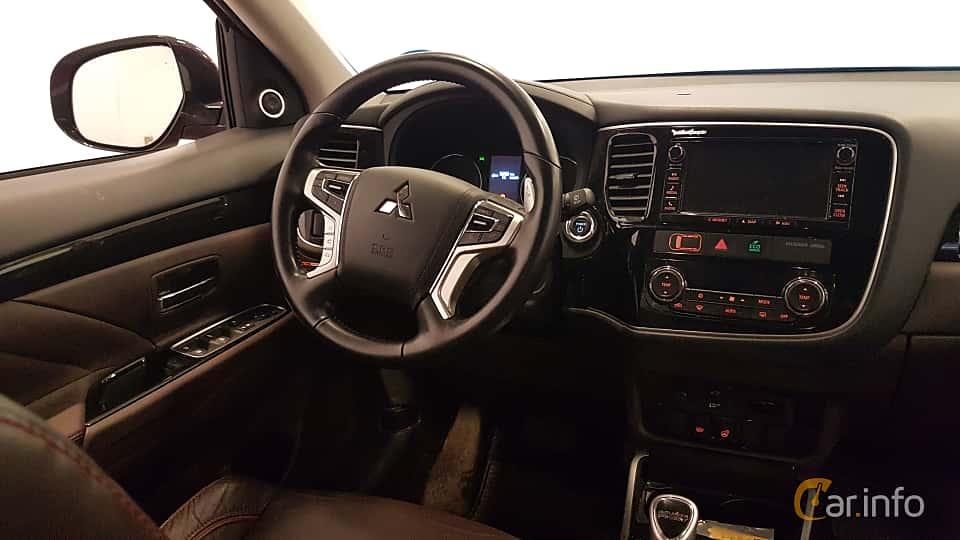 Interior of Mitsubishi Outlander P-HEV 2.0 Hybrid 4WD CVT, 203ps, 2016