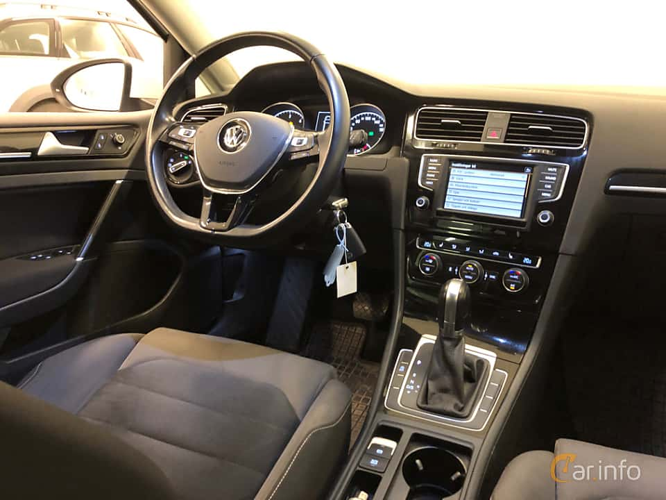 Interior of Volkswagen Golf Variant 2.0 TDI BlueMotion  DSG Sequential, 150ps, 2016